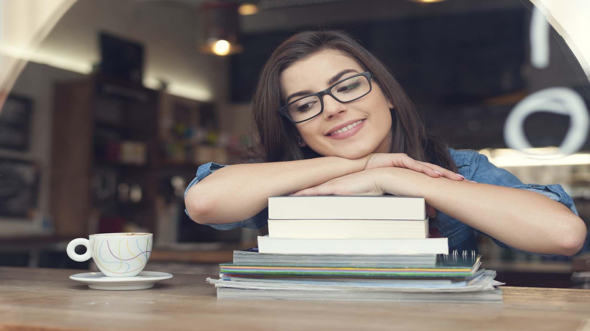 סטודנטית מנסה להבין מהו ההיקף הרצוי של עבודה סמינריונית